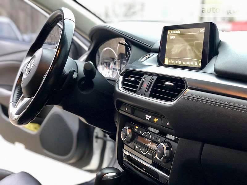 салон Mazda